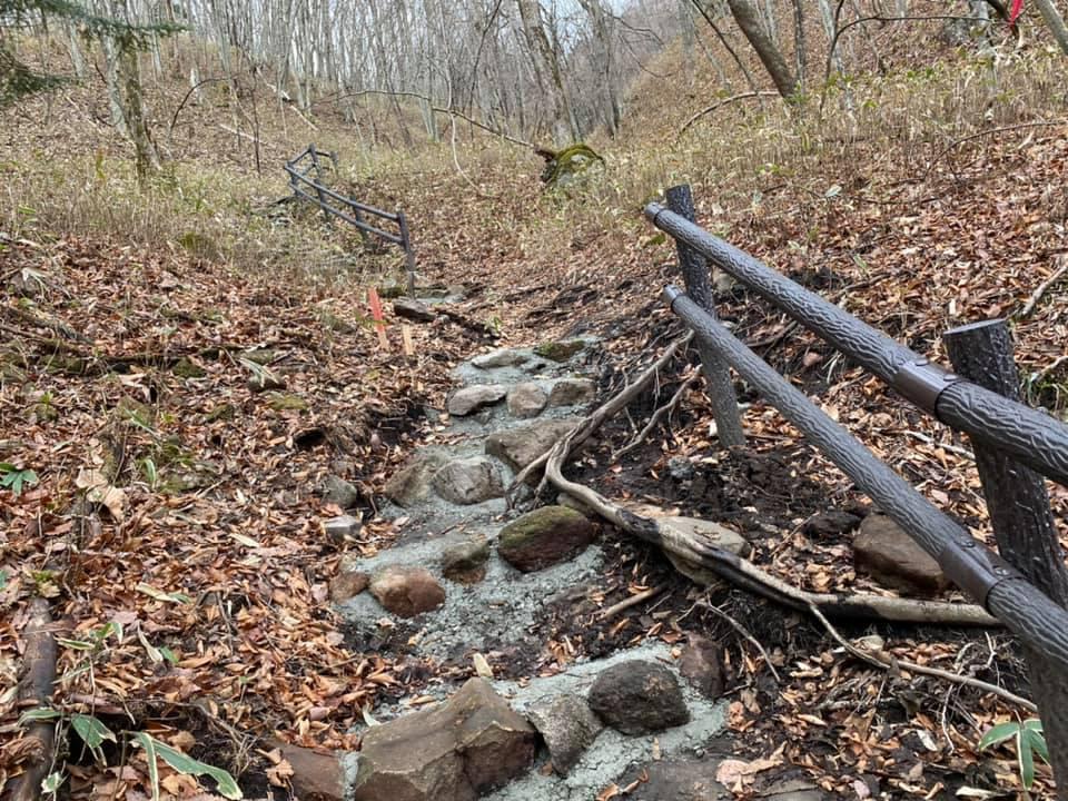 おしらじの滝。歩道を修繕